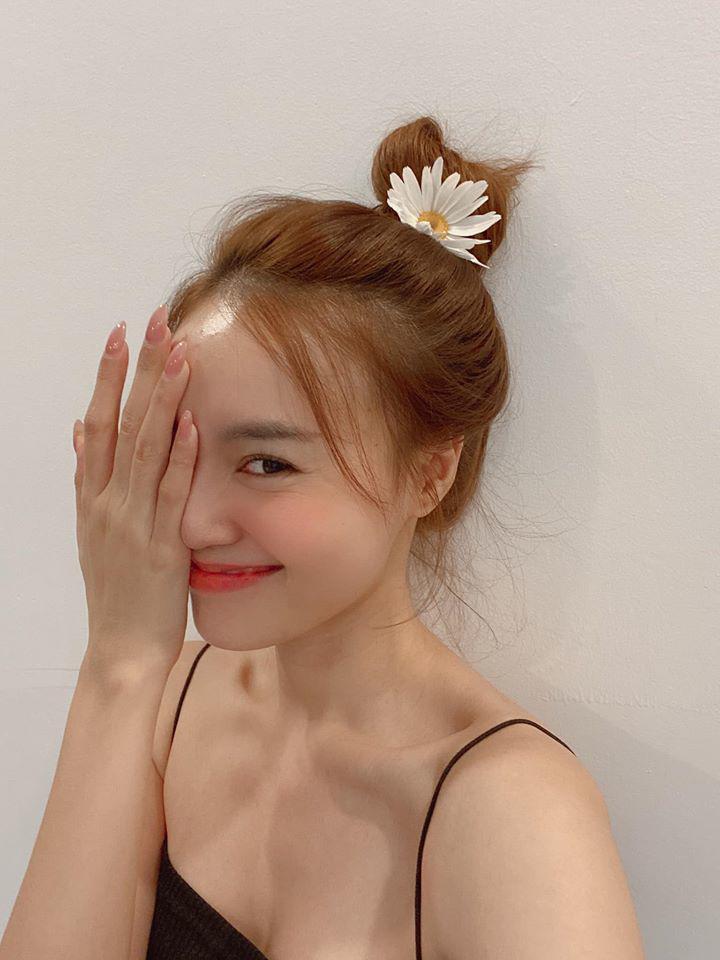 5 kiểu tóc mùa hè vừa đơn giản lại vừa hack tuổi được sao Việt mê mẩn Ảnh 1