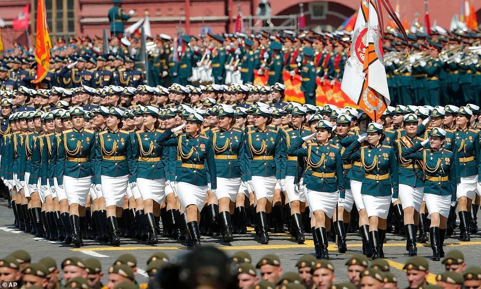 Vẻ đẹp các nữ quân nhân Nga trong lễ duyệt binh trên Quảng trường Đỏ Ảnh 1