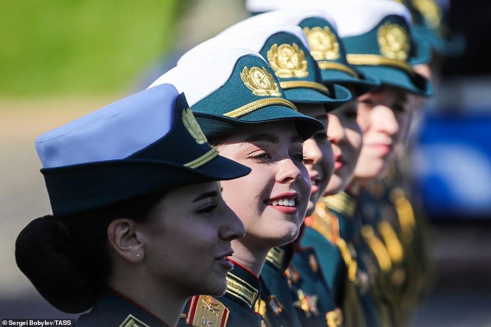 Vẻ đẹp các nữ quân nhân Nga trong lễ duyệt binh trên Quảng trường Đỏ Ảnh 7