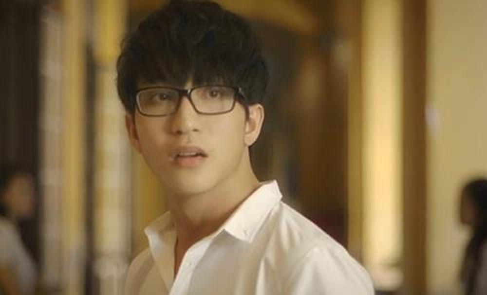 Trong phim là vậy, ngoài đời Bê Trần đang có một cô bạn gái vô cùng xinh  đẹp với Quỳnh Anh Shyn, thời gian gần đây chuyện tình cảm của cặp đôi ...