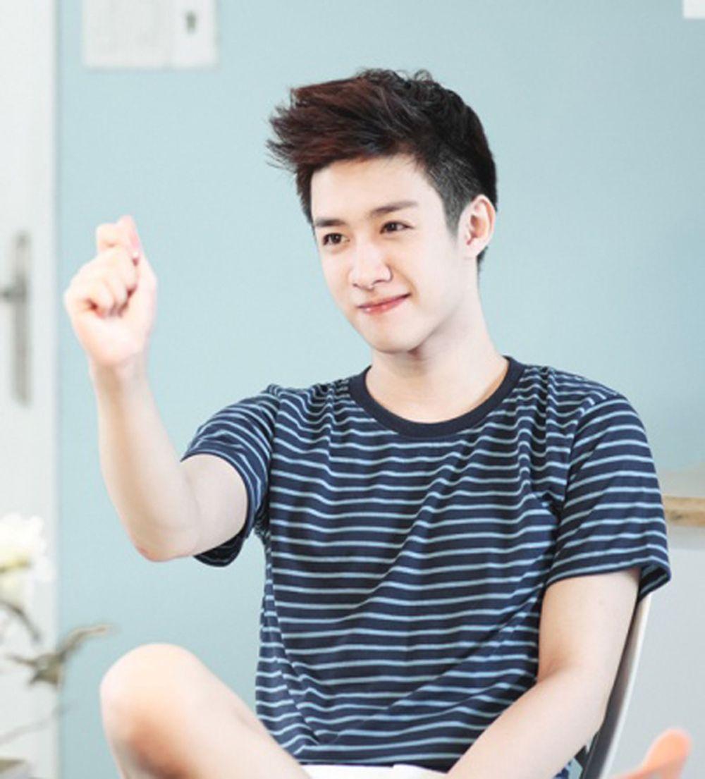 Anh chàng là một trong 10 anh chàng đẹp trai nhất Việt Nam do báo Thái Lan  bình chọn bên cạnh những cái tên như Sơn Tùng MTP, Bê Trần…