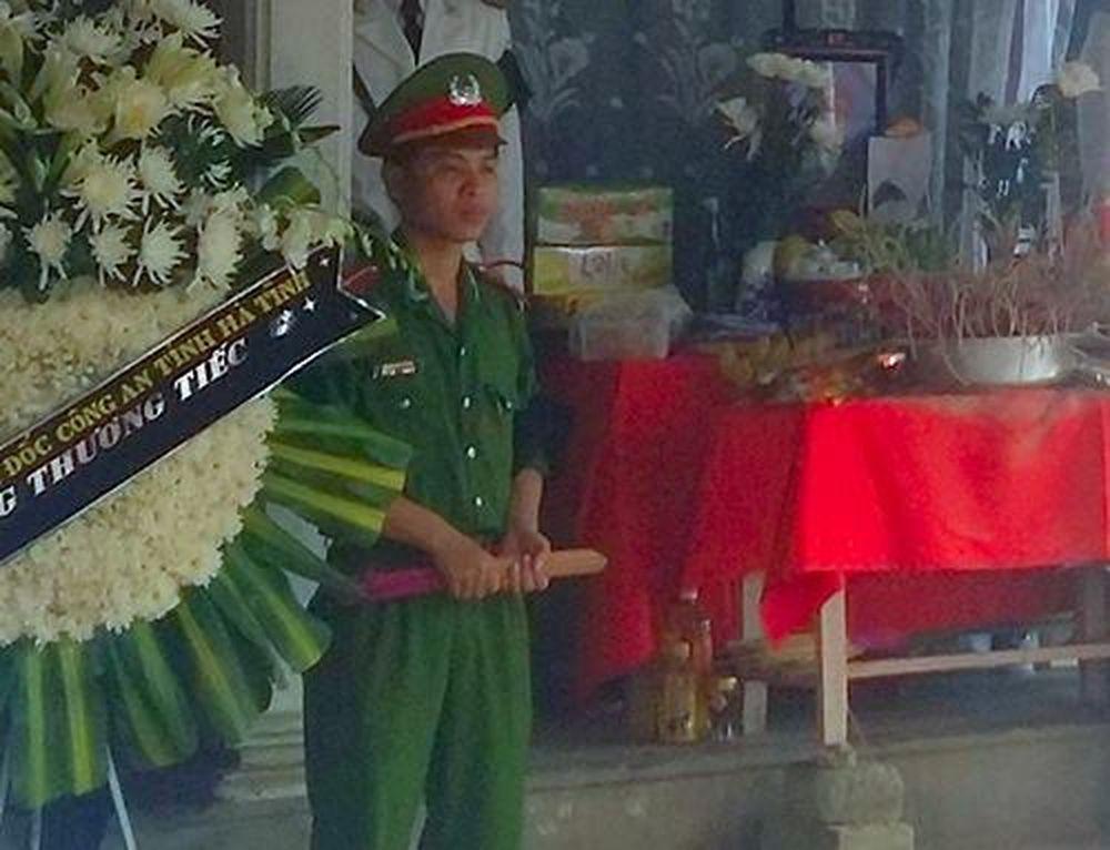 Sự cố khiến cả 2 người cùng ngã xuống. Vì chấn thương quá nặng, Thiếu úy  Pháp đã tử vong tại chỗ, đồng chí Linh bị thương nặng.