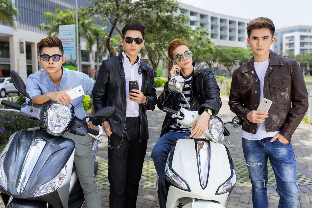 Đa số thành viên 356 yêu thích các gam màu trầm và trung tính. Khi xuống  phố, áo khoác da được các chàng trai kết hợp hiệu quả, giúp tôn thêm vẻ ...