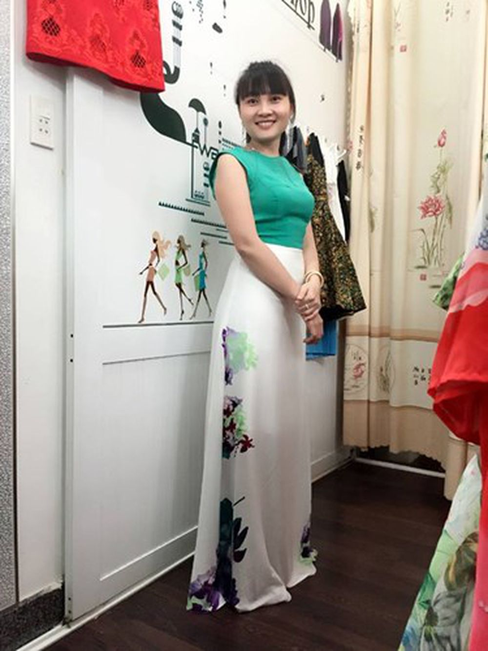 Không chỉ xinh đẹp mà chị Thu Hà còn rất duyên dáng khiến không ít cô gái  trẻ tuổi hơn phải ghen tị.