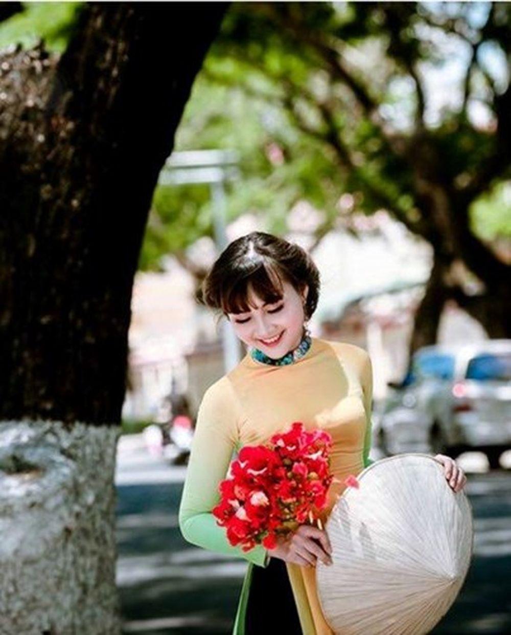 """Nhờ những hình ảnh đẹp này mà chị Thu Hà được đặt cho biệt danh """"thiếu nữ 36  tuổi"""" hay """"hot girl U40"""". Chia sẻ về điều này, chị Thu Hà rất khiêm ..."""