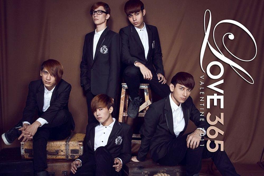 """MV đầu tiên của 365 là """"Awakening"""". Cuối năm 2011, nhóm tung ra MV """"Oh my  love"""", album đầu tay """"Chiếc hộp tình yêu"""" và tổ chức liveshow đầu tiên."""