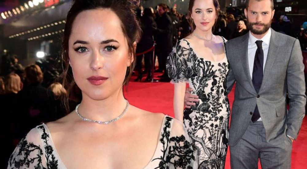 Có thể do phải di chuyển liên tục từ Mỹ đến Ý, Anh, Đức với thời gian ngắn  để ra mắt, giới thiệu và quảng bá phim mà nữ diễn viên Dakota ...