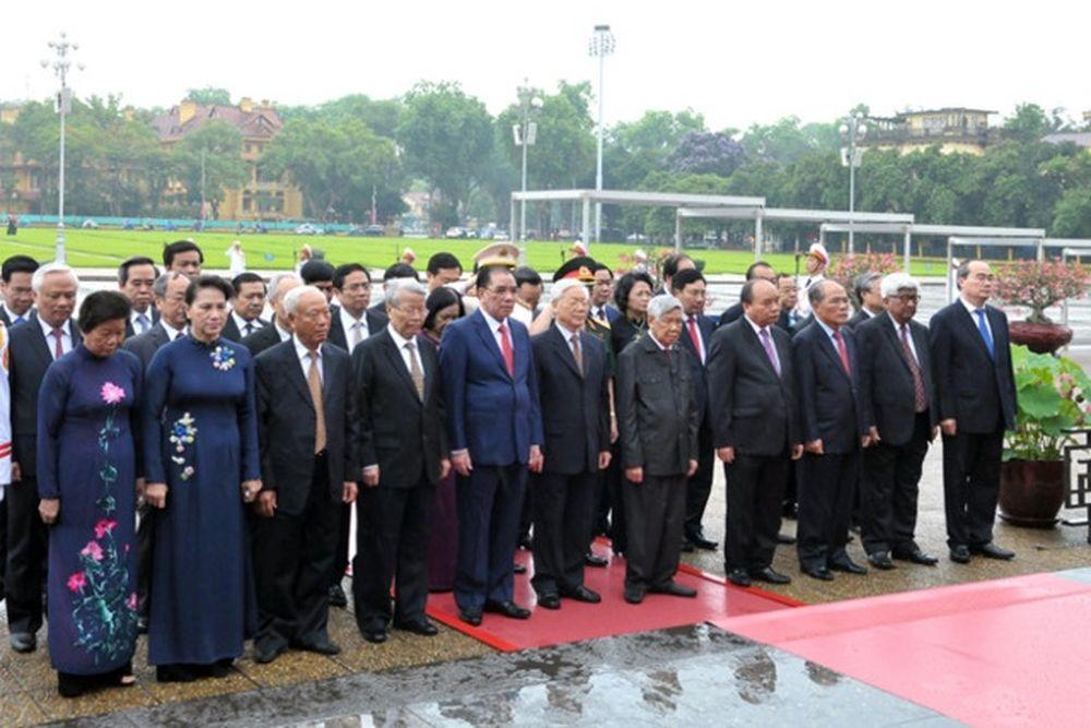 Đoàn đại biểu Ban Chấp hành Trung ương Đảng, Chủ tịch nước, Quốc hội, Chính  phủ, Ủy ban Trung ương MTTQ Việt Nam đã vào Lăng viếng Chủ tịch Hồ Chí Minh  .