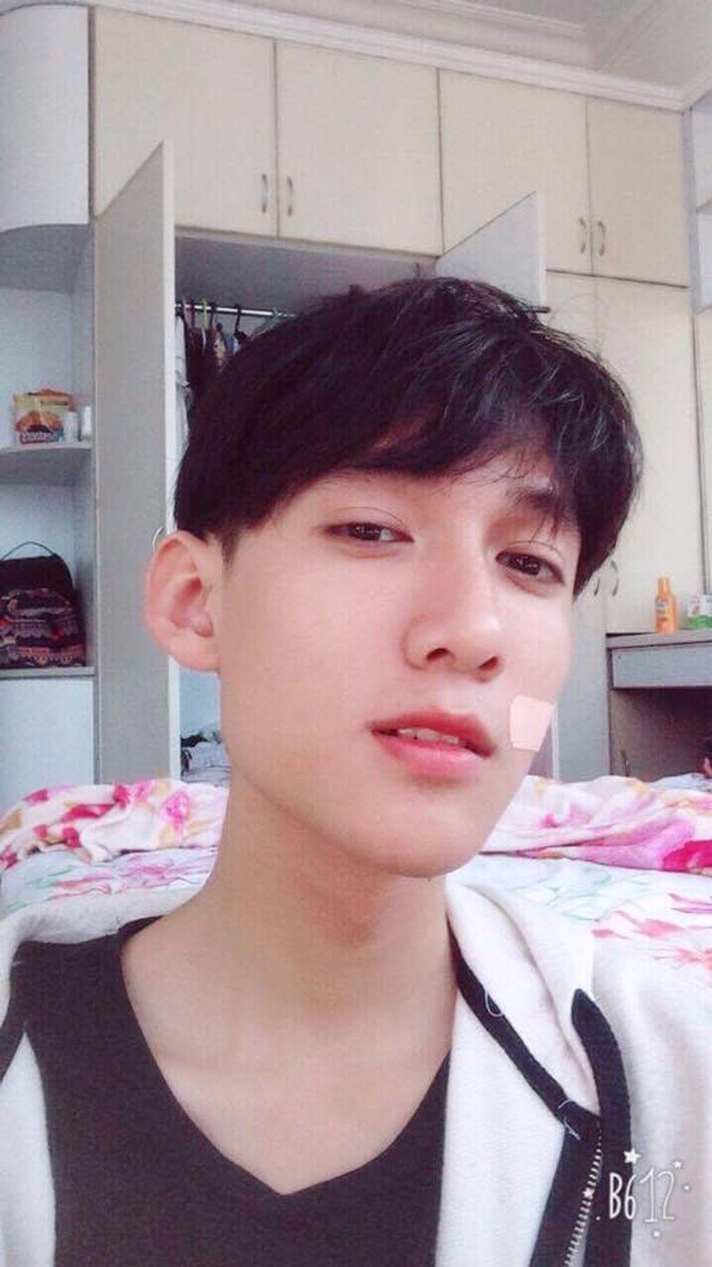 Cùng ngắm nhìn nam sinh trường chuyên Hạ Long đẹp trai như nam thần khiến dân mạng phải mê mẩn. Ảnh trong bài: Facebook Phạm Hoàng An.