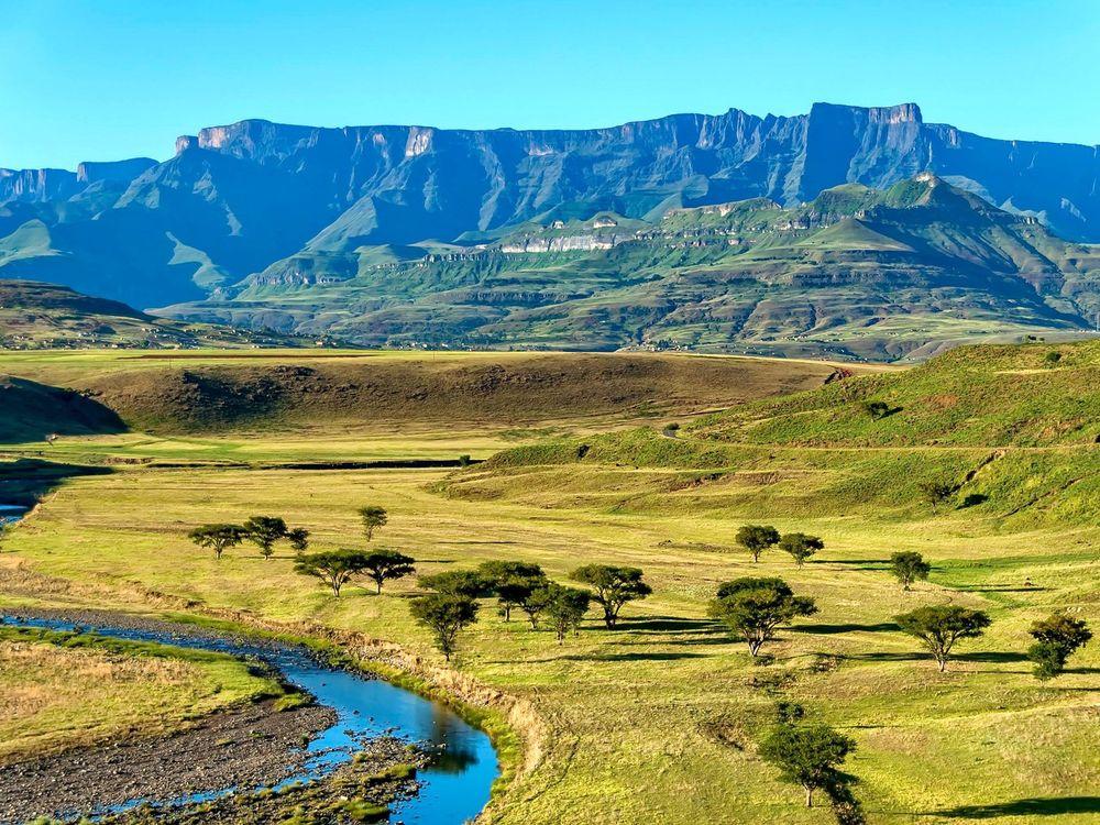 Kết quả hình ảnh cho Thung lũng Amphitheatre, dãy núi Drakensberg