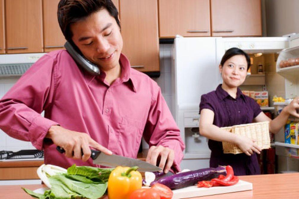 Kết quả hình ảnh cho giúp vợ làm việc nhà