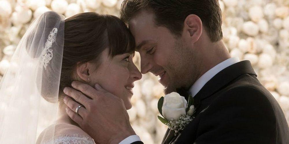 Cặp đôi Grey và Anna kết hôn trong phần ba của loạt phim.