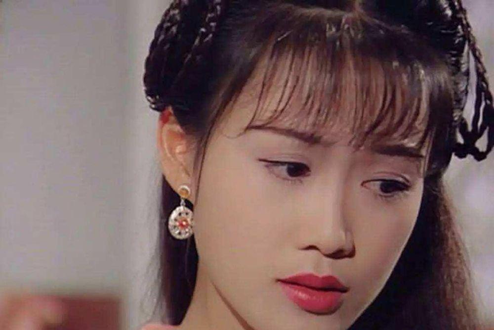 A Kha - cô vợ đẹp nhất của Vi Tiểu Bảo do Lương Tiểu Băng đảm nhận. Ngoài  vai A Kha, cô đào còn đảm nhận vai Trần Viên Viên - mẹ ...