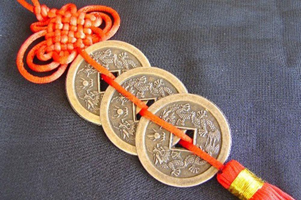 Không phải tự dưng nhiều người lại tung một đồng xu đi để cầu nguyện. Tiền  xu luôn là biểu tượng cho sự may mắn, thịnh vượng, giàu sang.