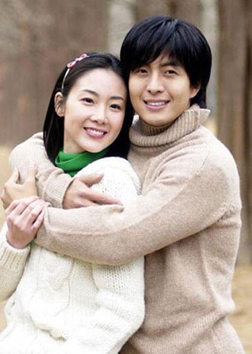 Hình ảnh Choi Ji Woo bên bạn diễn Bae Yong Joon trong bộ phim \