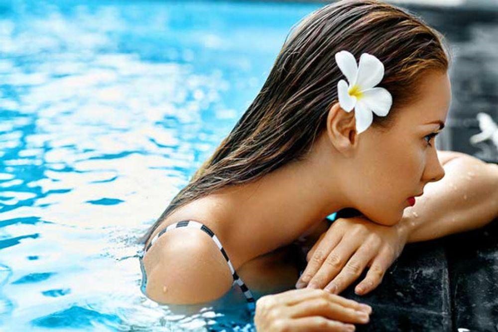 Kết quả hình ảnh cho Khi đi bơi nên dùng loại mỹ phẩm nảo ?