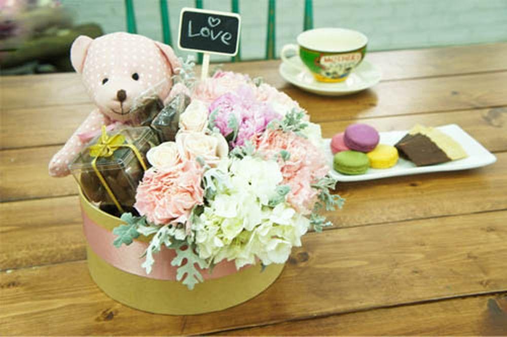 Hoa là một trong những món quà 8/3 cho bạn gái phổ biến và đơn giản nhất.