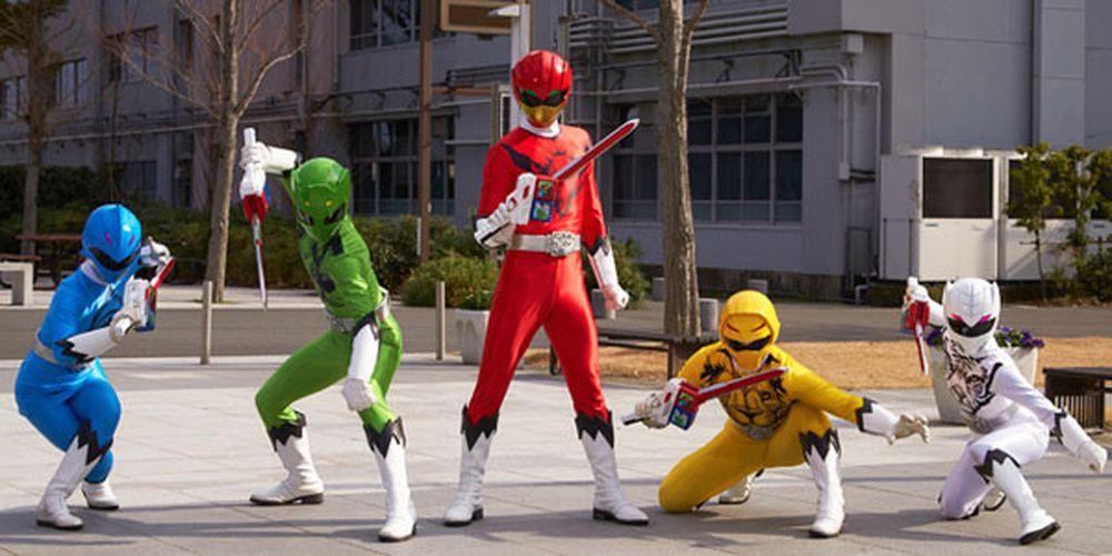 Nhóm 5 anh em siêu nhân bắt nguồn từ loạt phim Super Sentai của Nhật Bản,  lần đầu lên sóng năm 1975. Ảnh: Toei.
