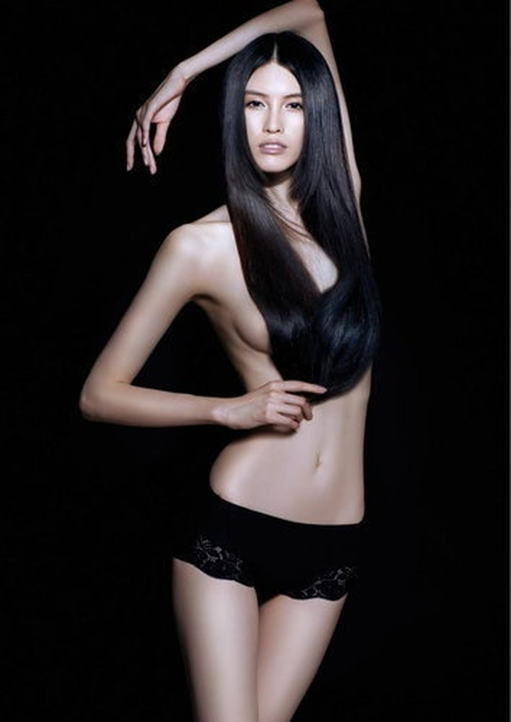 vietnam-nude-supermodel-shannen-doherty-cum
