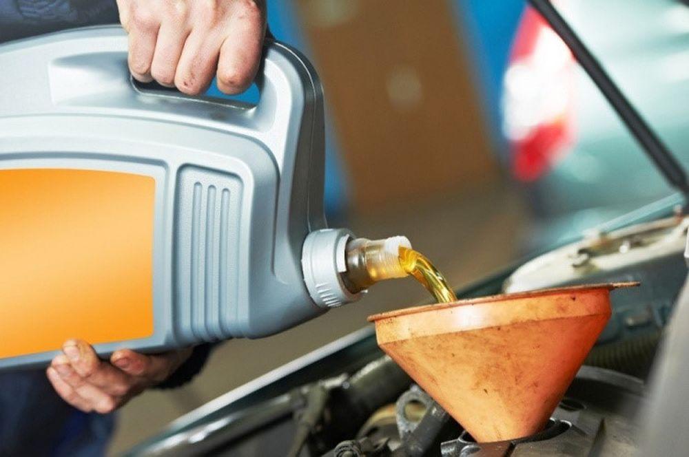 Kết quả hình ảnh cho Nếu dùng nhớt 2 thì cho xe 4 thì động cơ sẽ bị nóng hơn, mài mòn nhiều hơn và các phớt nhớt có thể bị hỏng vì dung môi.