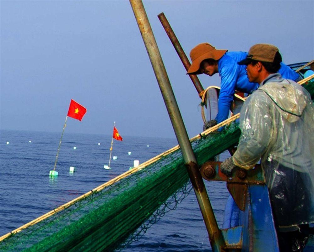 Cột Cờ Được Kéo Về Tàu Lúc Bình Minh