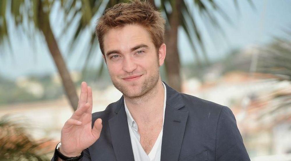"""Vị trí số 1 trong Top 10 người đàn ông đẹp trai nhất thế giới thuộc về anh  chàng """"ma cà rồng"""" Robert Pattinson. Với đôi mắt hút hồn, quyến rũ, ..."""