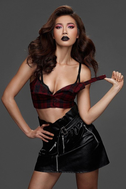 Trong bộ ảnh mới nhất, Minh Tú cũng cho thấy vẻ đẹp sexy là thương hiệu của riêng mình.
