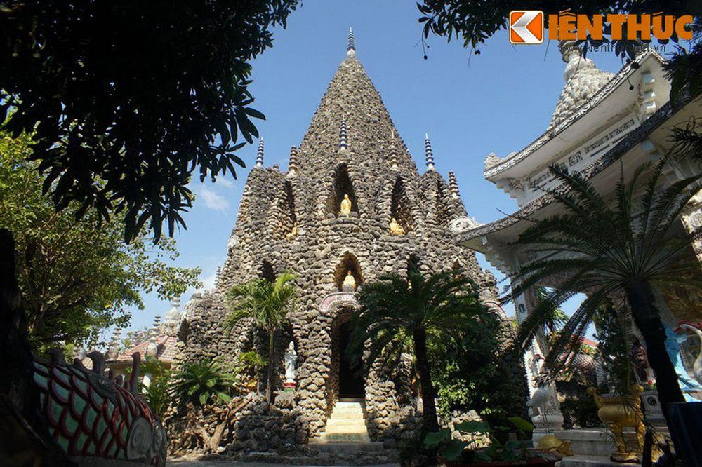 Tọa lạc ở đường 3/4 phường Cam Linh, TP Cam Ranh, tỉnh Khánh Hòa, chùa Từ  Vân là một ngôi chùa nổi tiếng ở khu vực Nam Trung Bộ. Ngoài một tòa ...