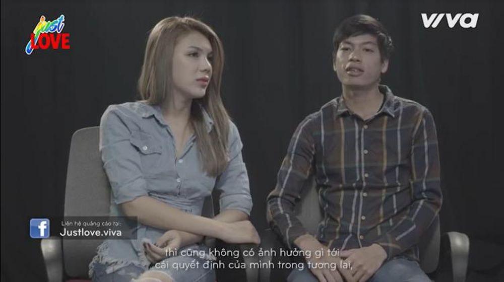 Nguyễn Sử Yến Mi la Hoa hậu cuộc thi Ngôi sao chuyển giới năm 2016. Chuyện  tình của Mi và Văn Hiếu diễn ra khi cả hai cùng chơi game online.