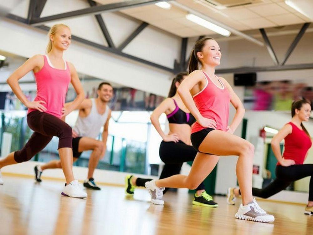 Các Bài Aerobic Được Thiết Kế Vận Động Nhanh, Liên Tục Nên Nó Sẽ Không  Thích Hợp Với Những Bạn Có Tiền Sử Bệnh Tim Mạch, Hen Suyễn Hay Huyết Áp  Cao.