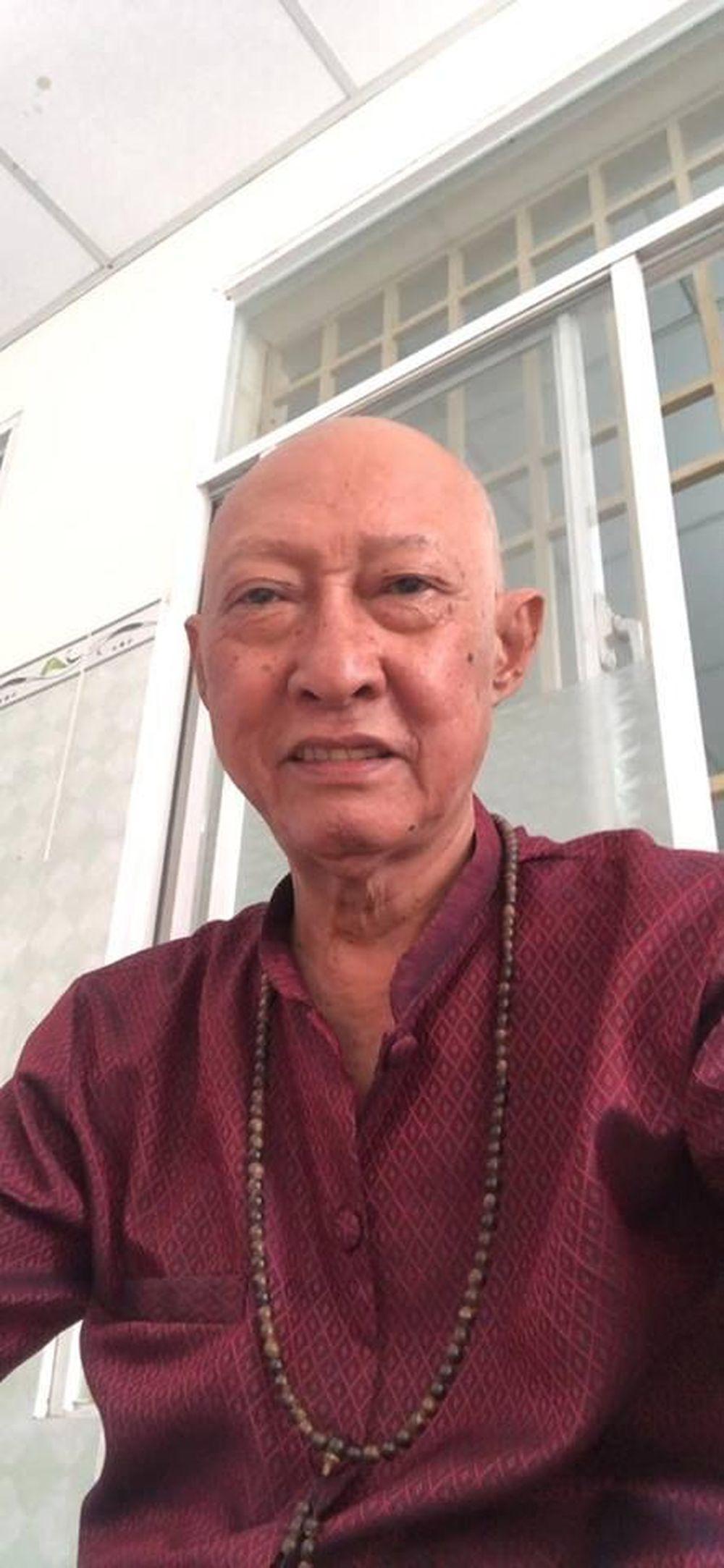 Nghệ sĩ Lê Bình cho biết, ông được gọi trở lại bệnh viện để vào thuốc - Ảnh: FBNV