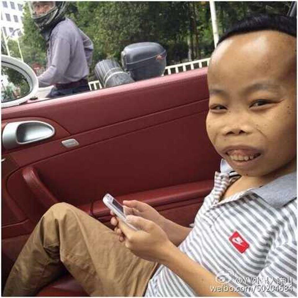 Tháng 4/2015, hình ảnh chàng trai tên Trần Sơn (SN 1993), đến từ Quảng Đông đã gây náo loạn mạng xã hội Việt Nam và Trung Quốc. Tuy ngoại hình xấu xí ...