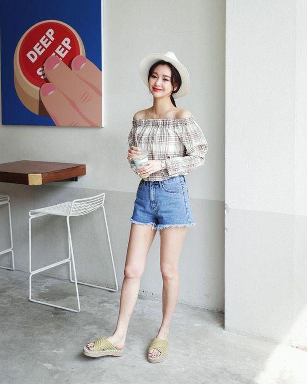 Image result for Áo trễ vai , shorts