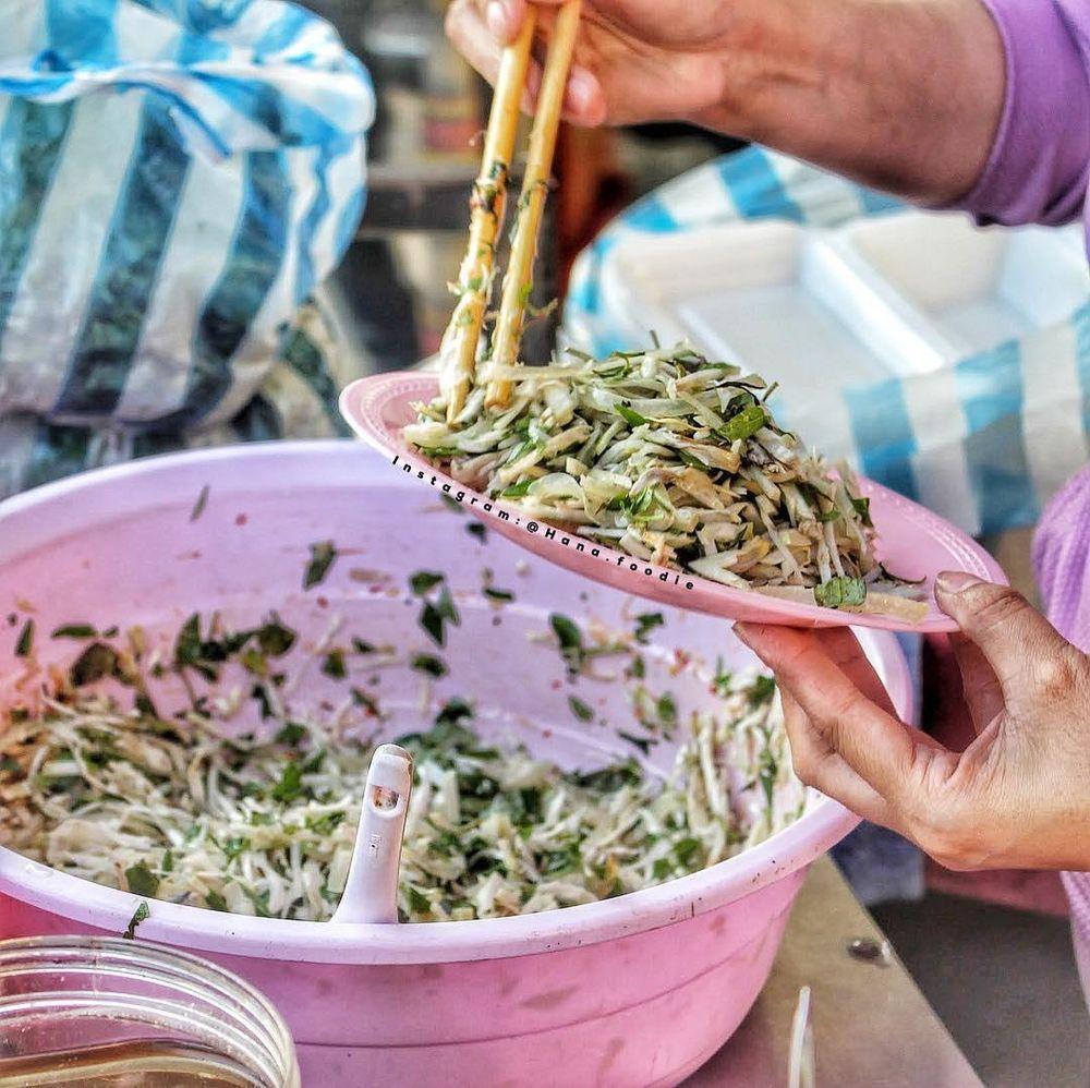 Mít trộn:Địa chỉ: Lý Thái Tổ, quận Thanh Khê. Mít trộn: Món mít trộn nối tiếng thu hút bao thực khách và người dân nơi đây bởi vẻ mộc mạc, ...