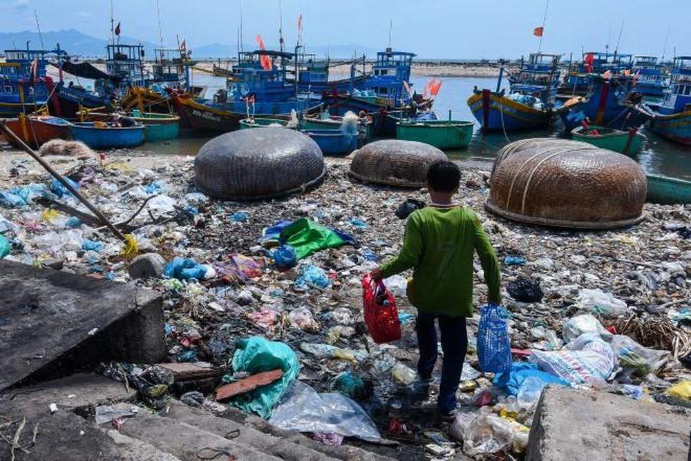 """Kết quả hình ảnh cho Cuộc chiến với rác nhựa: Hãy sử dụng hiệu quả """"cây gậy"""" thuế"""
