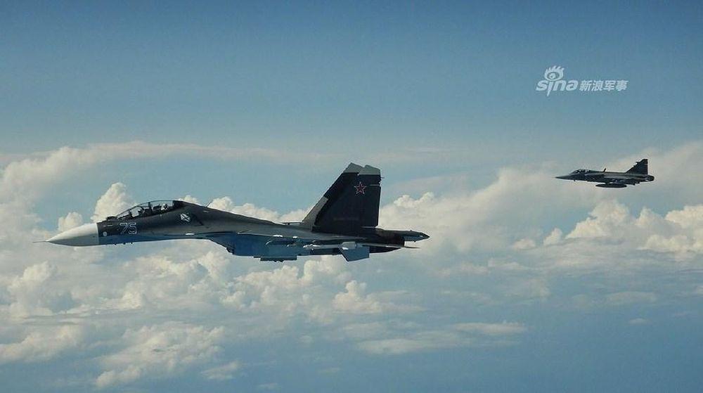 Su-30SM Nga vội vã rút lui khi bị JAS 39 Gripen mang đầy vũ