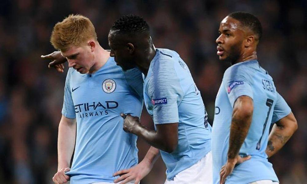 Cầu thủ Ngoại hạng Anh phản ứng: 'Giảm lương chúng tôi để làm gì?'