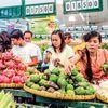 Không những 'đuối sức' trên thị trường xuất khẩu (XK), nông sản Việt Nam hiện còn không đủ sức cạnh tranh với các mặt hàng ngoại nhập, khi hàng loạt các mặt hàng thủy sản, rau quả và sản phẩm chăn nuôi đang ùn ùn 'đổ bộ' vào nước ta. Đặc biệt, thủy sản lâu nay vẫn được coi là thế mạnh trên thị trường XK của Việt Nam nay tốc độ nhập khẩu (NK) cũng tăng rất mạnh...
