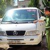 Cảnh sát bị ôtô đẩy 100 m trên phố Đà Lạt
