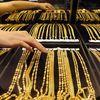 Vàng miếng rẻ nhất 16 tháng, giá USD ngân hàng tiếp tục giảm
