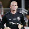 Trên đường trở lại Mỹ sau khi đi đóng quảng cáo, tiền đạo Wayne Rooney đã bị cảnh sát tại sân bay quốc tế Virginia bắt giữ vì hành vi gây rối trật tự công cộng.