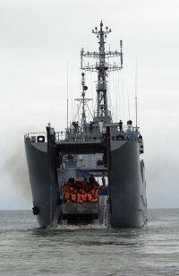 Tập trận với NATO, Ba Lan lóng ngóng làm hỏng cả tàu đổ bộ