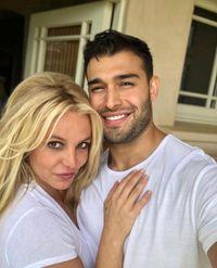 Tình trẻ điển trai, nóng bỏng của Britney Spears và dàn sao nữ