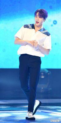 Ha Sung Woon (Wanna One) đánh bại Baekhyun và Gfriend, đứng nhất 'Show Champion': Knet nói gì?