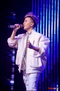 DOMINIX 'như cá gặp nước' khi song ca cùng Văn Mai Hương tại đêm chung kết The Voice 2019