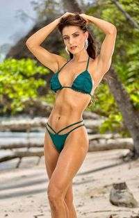 Tân Hoa hậu Costa Rica gây tranh cãi với body 'cực phẩm' nhưng mặt quá già