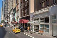 Mỹ: Lo sợ bị cướp phá, hàng loạt cửa hàng ở Fifth Avenue đóng ván kín