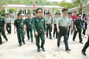 Bộ trưởng Quốc phòng Việt Nam, Trung Quốc thăm, làm việc tại Đồn BP Bản Lầu