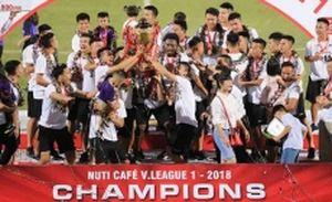Hà Nội nâng cúp vô địch, Nam Định nắm lợi thế trụ hạng