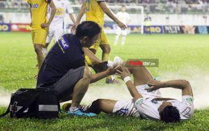Ai bảo vệ đôi chân các cầu thủ ĐTVN?